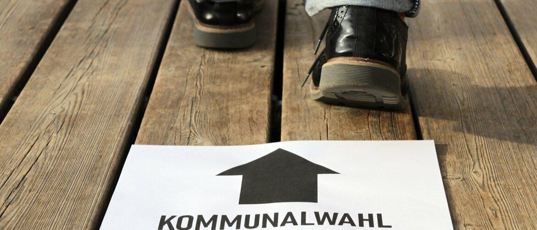 Schild zum Wahllokal